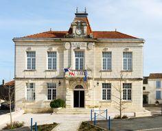 VOYAGER EN FRANCE | Town Hall, Saint-Romain-de-Benet