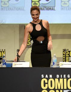 Gal Gadot is 30 years old inside her age and she's also dictated as a style model. If you're tall and skinny like Gal Gadot you've got a great deal of potential to appear attractive by abiding by the most suitable dress style tips. Best Weight Loss, Weight Loss Tips, Weight Lifting, Gal Gadot Style, Gal Gadot Photos, Divas, Gal Gardot, Gal Gadot Wonder Woman, Cutout Dress