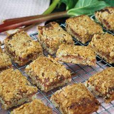 10 lækre opskrifter med rabarber - find dem her - Home by Bianca No Bake Cake, Muffin, Deserts, Breakfast, Chicken, Ethnic Recipes, Baking Cakes, Cookies, Merengue