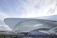 Guillemins TGV Railway Station / Liège (Gallery) - Santiago Calatrava – Architects & Engineers Santiago Calatrava, Modern Buildings, Modern Architecture, High Speed Rail, Train Station, Trains, Steel Frame, Great Britain, Building Design