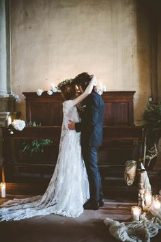 Soulmates in Italy Wedding Inspiration, Church wedding decoration, boho style, white and dark brown. Style and Floral by #FluidaDesign.