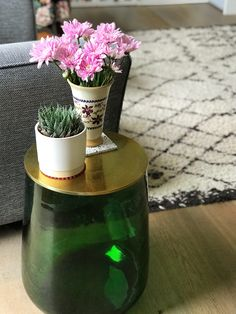 Green glass side table with brass top by La Redoute (affiliate). Reflects the light with some subtle colour. Styling Roomy Home UK. Glass Side Tables, Home Furniture, Furniture Ideas, Home Goods, Cool Things To Buy, Planter Pots, Brass, Green, Top