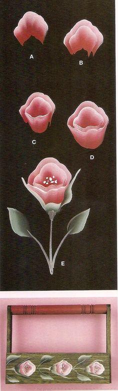 Caja para diferentes usos con flores pintadas en acrílicos. Pasos de las flores.