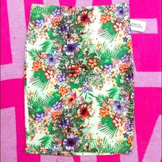 NWT floral forever 21 pencil skirt Brand new with tags BEAUTIFUL forever 21 floral pencil skirt with side zipper size small. FINAL PRICE  Forever 21 Skirts Pencil