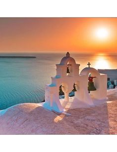 See 4645 photos and 233 tips from 23633 visitors to Σαντορίνη (Santorini). Uk And Ie Destinations, Romantic Destinations, Wonderful Places, Beautiful Places, Santorini Island, Oia Santorini, Photos Voyages, Greek Islands, Greece Travel