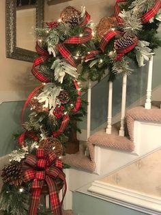 Elegant Christmas Centerpieces, Christmas Candle Decorations, Elegant Christmas Decor, Diy Christmas Garland, Burlap Christmas, Christmas Mantles, Primitive Christmas, Country Christmas, Flocked Garland