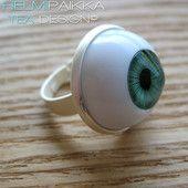 Vihreä silmäsormus 10€ Iljettäviä Halloween koruja Helmipaikasta! #halloween