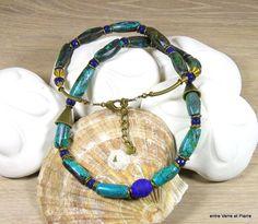 Collier mi-long à long ethnique, perle centrale en verre filé au chalumeau, turquoises d'Afrique et jade teinté facetté : Collier par fabienne-durelle