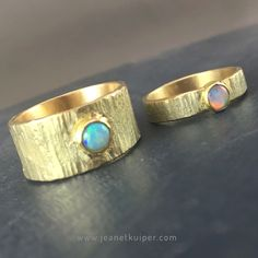 trouwringen gemaakt van erfgoud, goud, opaal www.jeanetkuiper.com