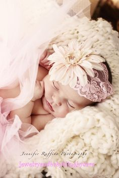 Cream Pink Gerbera Daisy Swarovski Crystal by jewelrybabyblingdara Photo Bb, Jolie Photo, Newborn Pictures, Baby Pictures, Beautiful Children, Beautiful Babies, Children Photography, Newborn Photography, Family Photography