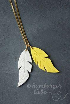 Ey a todos los que les guste esculpir en plastilina para moldear y asi...que tal este collar? :3