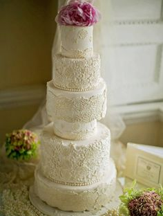 Daily Wedding Cake Inspiration (New!). To see more: http://www.modwedding.com/2014/07/25/daily-wedding-cake-inspiration-new-4/ #wedding #weddings #wedding_cake Featured Wedding Cake: Elizabeth's Cake Emporium; Featured Photographer: Adam Alex Photography