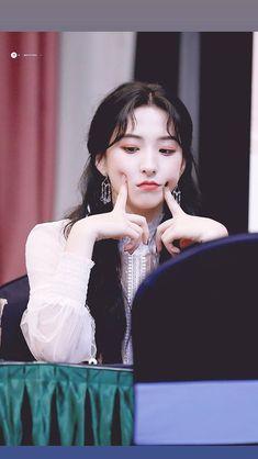 Cheng Xiao, Asian Hotties, Cosmic Girls, Starship Entertainment, Idol, Disney Princess, Disney Characters, Disney Princesses, Disney Princes