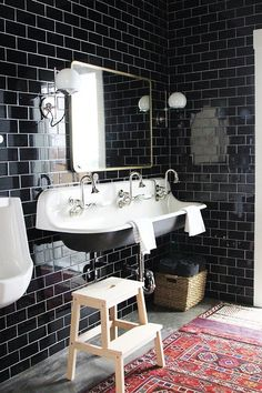 20 Pictures That Will Convince You Black Decor Is a Major Rising Trend Black Tile Bathrooms, Upstairs Bathrooms, Bathroom Floor Tiles, White Bathroom, Basement Bathroom, Bathroom Cabinets, Master Bathroom, Black Subway Tiles, Black Tiles