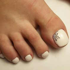 Beautiful nail art designs that are just too cute to resist. It's time to try out something new with your nail art. Pretty Toe Nails, Cute Toe Nails, My Nails, Pedicure Designs, Toe Nail Designs, Manicure And Pedicure, White Pedicure, Striped Nails, White Nails