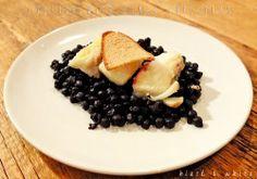 CODFISH WITH BLACK CHICKPEASIngredients(for 2 people)- 200g dried black chickpeas - 2 codfish fillets- 1 clove garlic- salt to taste- chilli pepper to taste- extra virgin olive oil to taste-1 slice of whole wheat breadMERLUZZO CON CECI NERIIngredienti- 200 g di ceci neri secchi- 2 filetti di merluzzo- 1 spicchio di aglio- sale qb- peperoncino qb- olio evo qb- 1 fetta di pane integraleDietro le quinteFai cuocere i ceci (dopo averli ammollati per circa 48 ore ) in acqua bollente non salata…
