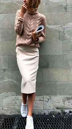"60 Casual Fall Work Outfits Ideas 2018 It is very important to make your work outfits work. To help you give some outfit ideas, here are stylish, yet professional casual fall work outfits ideas""}, ""http_status"": window. Look Fashion, Trendy Fashion, Street Fashion, Winter Fashion, Womens Fashion, Fashion Trends, Fashion Ideas, Fashion Clothes, Skirt Fashion"