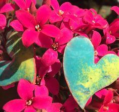 aritos de corazón esmaltados  al fuego hearth earring enamel copper Magenta, Photo And Video, Plants, Instagram, Enamels, Models, Fire, Jewels, Planters
