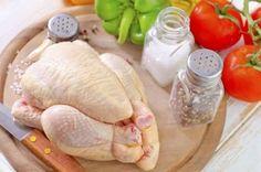 Per fare in modo che la pelle del pollo sia bella croccante, asciugatela bene con un panno pulito o ... - Tribù Golosa