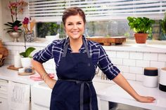 Check out actress and Cooking Channel star Tiffani Thiessen's recipe for her honey ginger chicken wings below, then whip up a bash for your own Super Bowl viewing party. Baby Food Recipes, Food Network Recipes, New Recipes, Entree Recipes, Chicken Recipes, Healthy Food Options, Healthy Recipes, Patti Jinich Recipes, Tiffani Thiessen