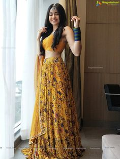Latest Collection of Lehenga Choli Designs in the gallery. Lehenga Designs from India's Top Online Shopping Sites. Indian Fashion Dresses, Indian Bridal Outfits, Indian Gowns Dresses, Dress Indian Style, Indian Designer Outfits, Designer Dresses, Indian Lehenga, Lehenga Choli, Sabyasachi