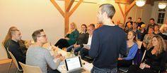 Dagens ordstyrer Rune Huvendick leverer introduktionen til DONAs paneldebat om skræddersyede nyheder.