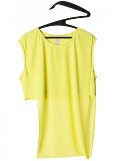 Brand: Carla Pontes Material: 100% Polyester; Colour: Lime; Available Sizes: M Pli White Top  ----- About the shop: scar.id store is an independent design store, Porto based, worldwide oriented. We sell and communicate a selection of products from emerging creators and new brands from fashion, furniture, product and lighting design. The idea of creating a design store in Porto was a response of the necessity to start talking about a group of products and creators that appeared in Portugal in…
