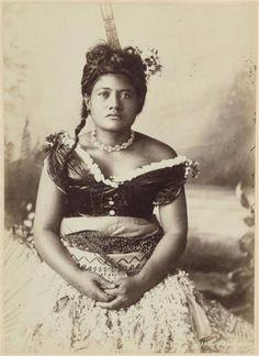 Samoan girl - Collections Online - Museum of New Zealand Te Papa Tongarewa People Of The World, Countries Of The World, Samoan Women, Tiare Tahiti, Polynesian Art, Polynesian Culture, Tribal Hair, South Pacific, Pacific Girls