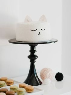 Easy, cute, and quick kitty cat birthday cake design idea. Cute Cakes, Pretty Cakes, Beautiful Cakes, Amazing Cakes, Birthday Cake For Cat, Birthday Parties, Simple Birthday Cakes, Birthday Kitty, Birthday Ideas