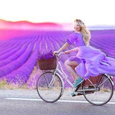 Good morning from Provence  Happy, grateful and full of energy , working here is pure pleasure !!! Всем доброе утро , у нас сегодня невероятно красивый рассвет в Провансе и не менее красивый будет закат , работать, жить,  снимать  и творить тут одно сплошное удовольствие .... всех кто записан к нам на фотосессию в Провансе в этом году вас ждет сюрприз