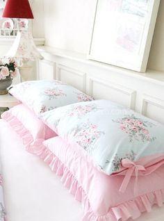 7 Nurturing Cool Tips: Shabby Chic Bedding Dollhouse Miniatures shabby chic white front porches.Shabby Chic Background Bridal Shower shabby chic salon names.Shabby Chic Home Small Spaces. Shabby Chic Duvet, Rose Shabby Chic, Cottage Shabby Chic, Shabby Chic Mode, Shabby Chic Vintage, Style Shabby Chic, Shabby Chic Living Room, Chic Bedding, Shabby Chic Bedrooms