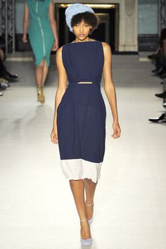 Roksanda Spring 2012 Ready-to-Wear Fashion Show - Nur Hellmann