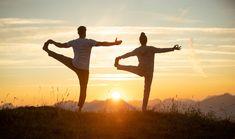 """Auf die Frage: """"Wie kann man ein langes Leben in Gesundheit und Glück verbringen?"""" hat die TCM (Traditionelle Chinesische Medizin) ganz klare Antworten: Finde deine Mitte, suche stets die Harmonie und richte dich nach den Jahreszeiten. Erleben Sie im Posthotel mit unserer TCM-Expertin Li Auer was es heißt,  in seiner Mitte und im Flow zu sein. Panta rhei! Qi Gong, Post Hotel, Yoga Retreat, Trainer, Tai Chi, Poster, Couple Photos, Concert, Couples"""