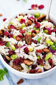 Tasty Fall Cranberry Pecan Wild Rice Salad with red onions, crunchy pecans, tart cranberries, and a sweet dressing! Cranberry Rice, Cranberry Salad Recipes, Rice Salad Recipes, Veggie Recipes, Vegetarian Recipes, Healthy Recipes, Wild Rice Recipes, Veggie Meals, Healthy Salads