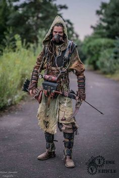 Much like the cosplaying culture, there's a display element of larping. tailoring each item to look ragged may seem backwards, but the aesthetic achieved is entirely intentional Apocalypse Costume, Apocalypse Fashion, Apocalypse World, Post Apocalyptic Clothing, Post Apocalyptic Costume, Post Apocalyptic Fashion, Larp, Steam Punk, Wasteland Warrior