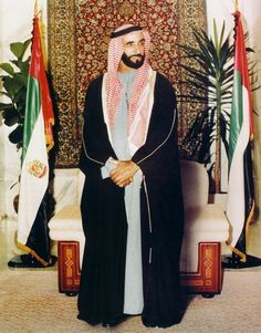 His Highness Sheikh Zayed bin Sultan al Nahyan of UAE World Handsome Man, Trucial States, Uae National Day, Arab Men, Greatest Presidents, Islamic Pictures, Arabian Nights, Dubai Uae, United Arab Emirates