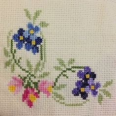 Thrilling Designing Your Own Cross Stitch Embroidery Patterns Ideas. Exhilarating Designing Your Own Cross Stitch Embroidery Patterns Ideas. Cross Stitch Heart, Cross Stitch Borders, Cross Stitch Flowers, Cross Stitch Designs, Cross Stitching, Cross Stitch Embroidery, Embroidery Patterns, Hand Embroidery, Cross Stitch Patterns