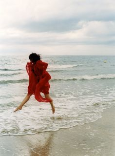 photo by carole bellaïche of Sabine Azema - woman in red on the beach