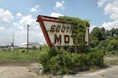 Cordele GA Crisp County Southern Motel 1950s Neon Bulb Aluminum Sign Americana Abandoned Pictures Photo Copyright Brian Brown Vanishing South Georgia USA 2010