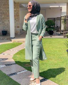 ideas for fashion nova tops outfit Muslim Women Fashion, Modern Hijab Fashion, Abaya Fashion, Work Fashion, Modest Fashion, Hijab Style, Hijab Chic, Fashion Show Themes, Moslem Fashion