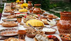 12 amazing Moldova restaurants that will introduce you to the authentic dishes of this European country. Enjoy dining in these restaurants with your loved ones! Romanian Food Traditional, Tripe Soup, Steak Plates, Pak Choi, Classic Italian Dishes, Eat This, Restaurants, Big Mac, Moldova
