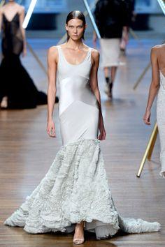 Les robes blanches de la Fashion Week printemps-été 2014: Jason Wu http://www.vogue.fr/mariage/inspirations/diaporama/les-robes-blanches-de-la-fashion-week-printemps-ete-2014/15627/image/870725#!mariage-robe-blanche-jason-wu
