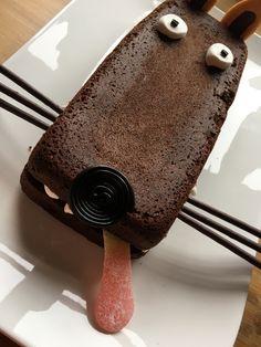 2 ideas for decorating a chocolate cake - Food * Cake Kids - - Kuchen - Wolf Cake, Chocolat Recipe, Food Humor, Food Cakes, Chocolate Cake, Kids Meals, Cake Recipes, Cake Decorating, Food And Drink