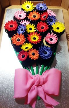 Bouquet of flowers Cupcakes - awesome idea for Miss 7's birthday.