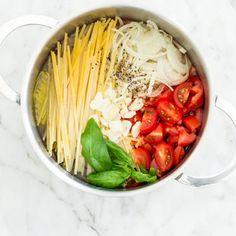 One Pot Pasta Linguine mit Kirschtomaten und Basilikum-Topf_featured