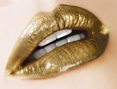 Probably wouldn't try this but it still looks cool! Gold Lipstick, Lipstick Art, Lipstick Colors, Lip Colors, Lipsticks, Makeup Blog, Makeup Kit, Lip Makeup, Beauty Makeup