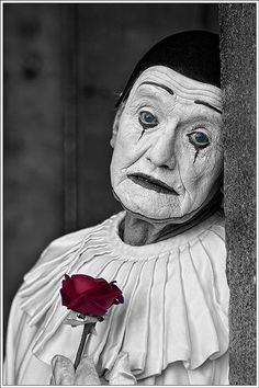 Pagliacci (clown in Italian) is an Italian opera with music and libretto by Ruggero Leoncavallo. It tells he story of a clown that after a tragedy in his life must go back to the stage and laugh. Es Der Clown, Le Clown, Circus Clown, Creepy Clown, Circus Theme, Circus Party, Pierrot Clown, Circo Vintage, Send In The Clowns