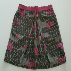"""Boden Polka Dot Skirt UK Size 8 US Size 4 Small Condition - pre-owned; no stains, holes or other issues noted Brand: Boden Color: Shades of Gray with Pink  Tagged UK Size 8R / US Size 4R (Small) Easy, Pull-On Styling with Elastic Waist Side seam pockets. 100% Viscose Machine wash  Measurements: 29""""-34"""" waist (doubled - from flat to stretched) 38""""-42"""" hips (doubled - from flat to stretched) 20"""" length Boden Skirts"""