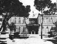 Hospital Vargas - Fundado el 16 de agosto de 1881 durante la presidencia de Juan Pablo Rojas Paúl. Los trabajos se extendieron hasta el 5 de julio de 1891 cuando se procedió a su inauguración formal. El hospital fue una réplica del famoso Hospital Lariboisiére de París (1839) con todos los adelantos del momento; asistencia de calidad, docencia de lustre, nuevos procedimientos exploratorios o de tratamiento, modernas técnicas quirúrgicas que no se realizaban en centros privados.