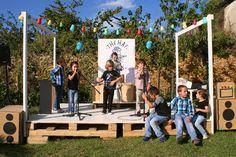 Ideas para organizar una fiesta temática de rock..Un cumpleaños infantil original basado en el rock: ideas de decoración infantil, recetas para niños, invitaciones y mucho más.
